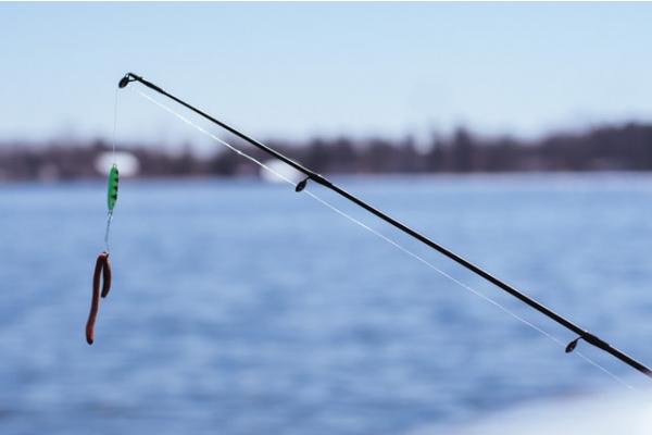 Рыбалка на Днепре: описание мест, особенности и техники лова в зависимости  от сезона